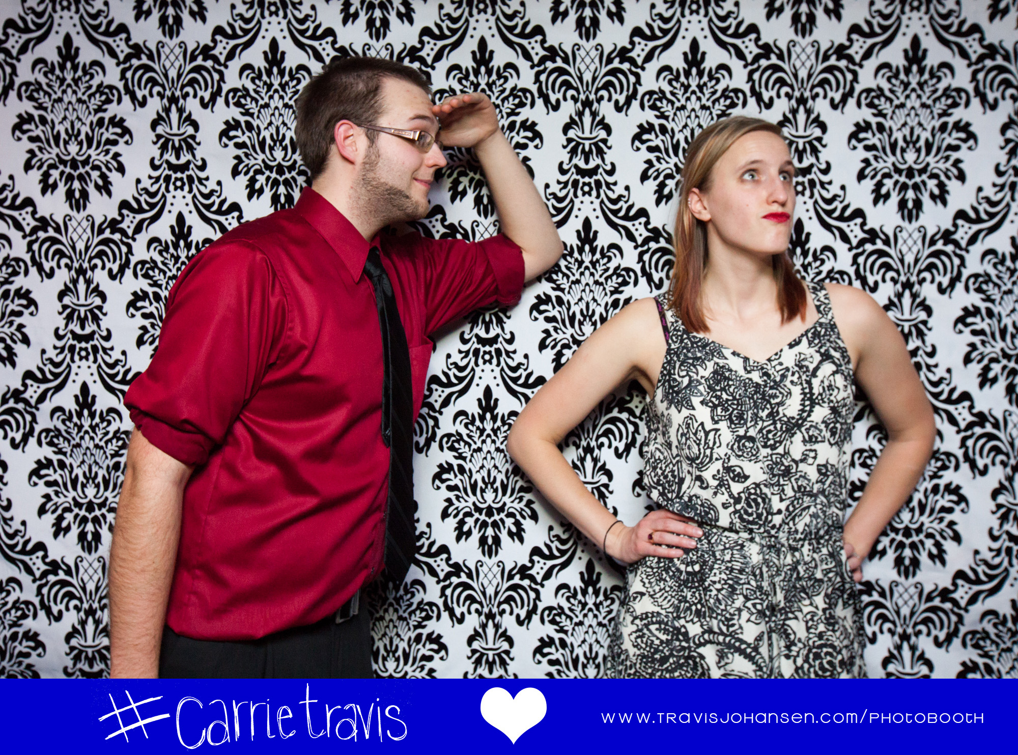 Hilarious photobooth couple pose - Minneapolis MN